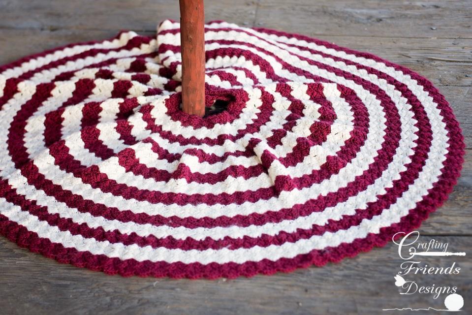 Diamond Christmas Tree Skirt Crochet Pattern
